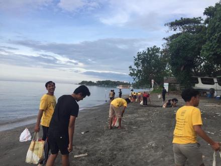 Giat Bersih Pantai Pemiuteran Bersama Trash Hero Pemuteran